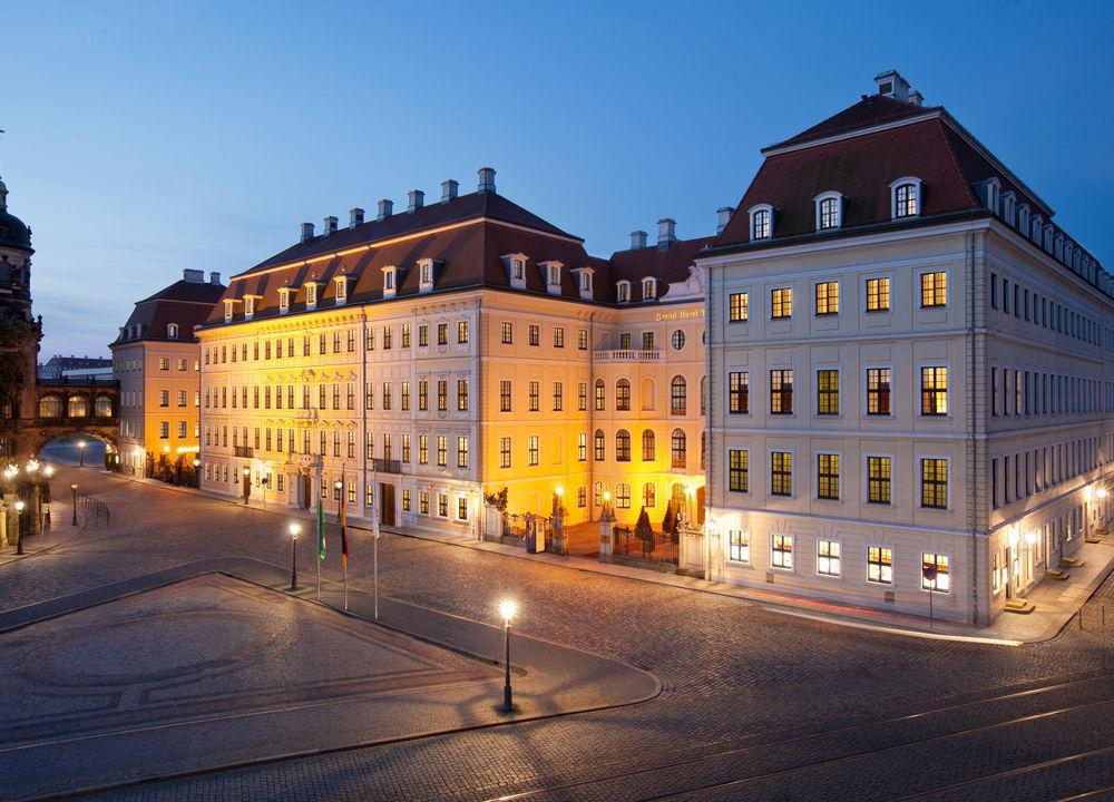 Femstjärniga Taschenbergpalais Kempinski ligger i ett palats som Sachsens furste August den Starke lät bygga åt sin käresta på 1700-talet.