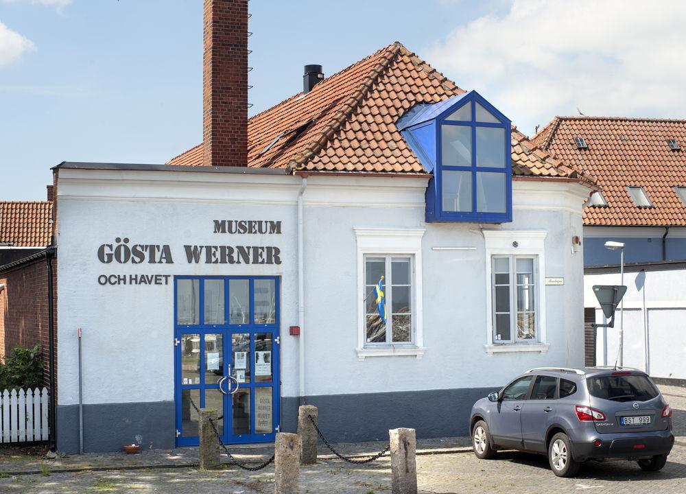 Leif Hjärre presenterar sin vän marinmålaren Gösta Werner. En sjöman, globetrotter och konstnär som studerade för Isac Grünewald och i Paris.