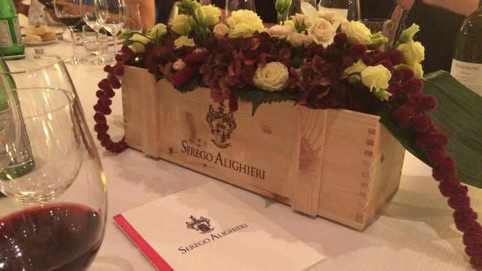 Vi serveras en vackert uppdukad lantlig lunch, som ackompanjeras av en vinprovning med de exklusiva vinerna.