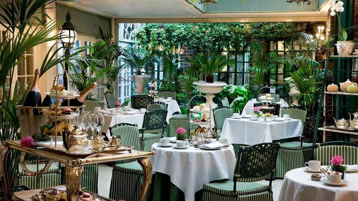 The Chesterfield har en populär pianobar och en utmärkt restaurang.