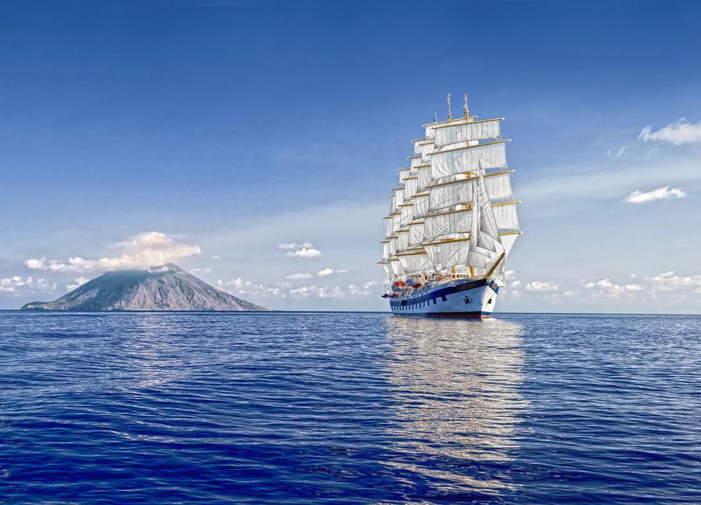 På Royal Clipper blandas elegant, klassisk marin stil med modern komfort och utsökt mat.