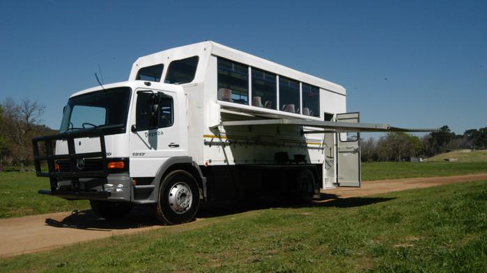 I en safaritruck av detta slag färdas ni genom Botswana