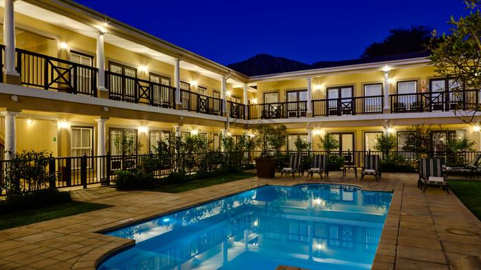 Protea Hotel Franschhoek, gård med pool.