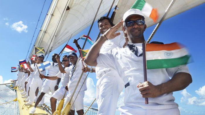 Besättningen består av 74 glada och serviceinriktade medlemmar som tar väl hand om gästerna ombord.