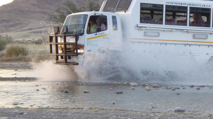 <P>Resan går med modern safaritruck på bitvis dåliga vägar.</P>