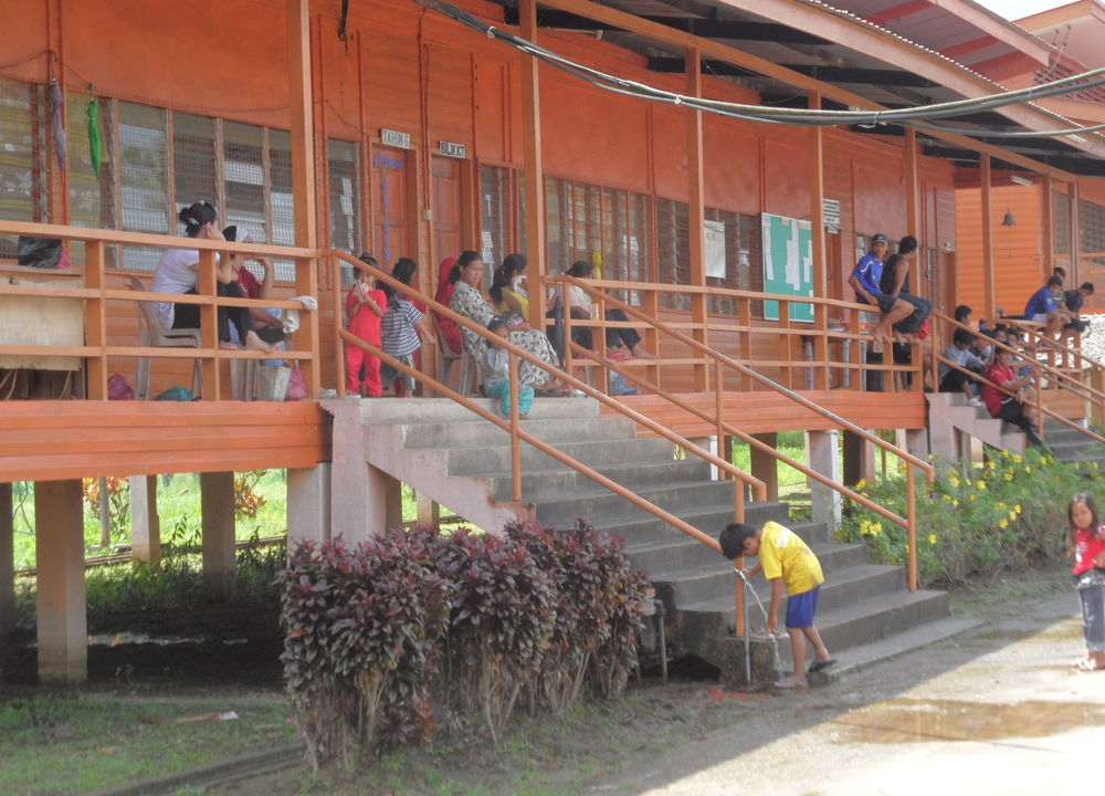 Skole i jungelbyen Abai