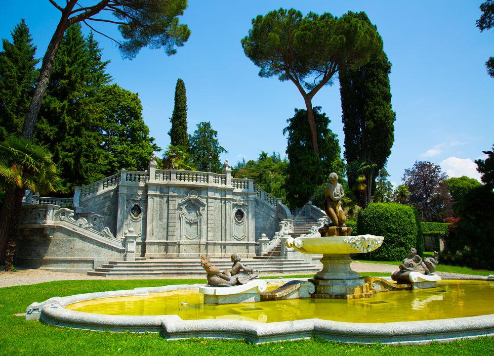 Trädgårdskonsten i Italien föddes på 1400-talet när man anlade de berömda renässansträdgårdarna i romerska och florentinska villor. Inspiration hämtades från antikens romerska villaträdgårdar och medeltida klosterträdgårdar.