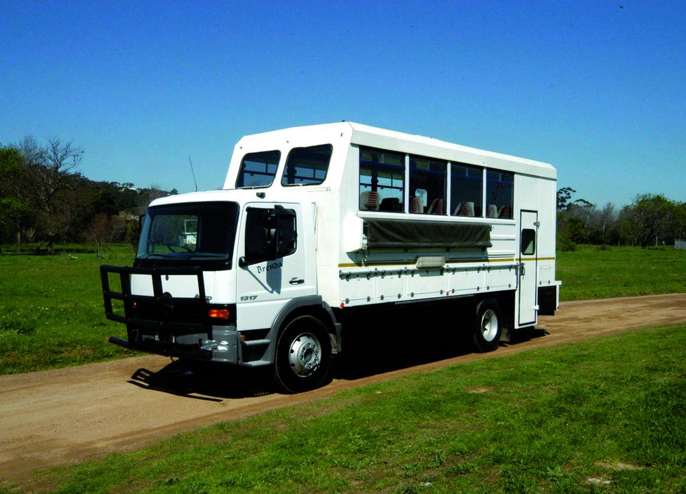 <P>Ien safaritruck som denna går resan genom fyra länder.</P>