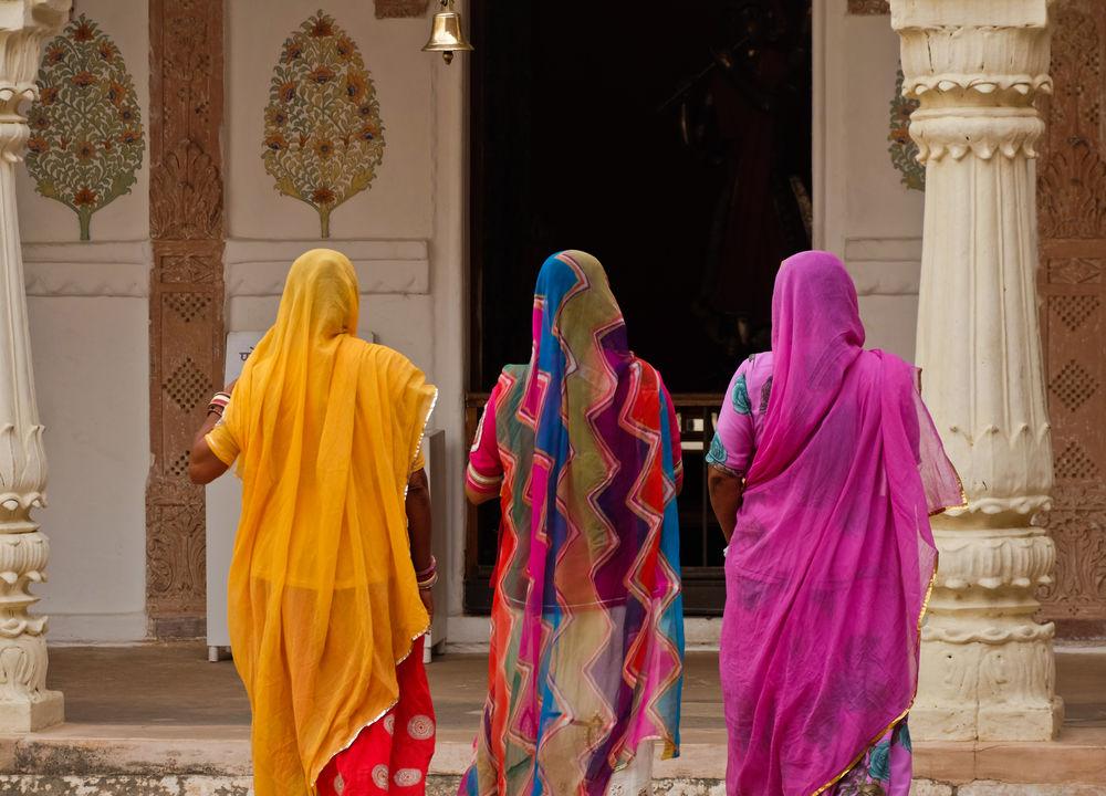 Färgglada kvinnor i Rajasthan