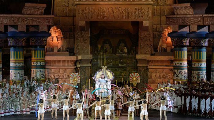 Verdis kärleksdrama Aida var den första operan som uppfördes på Arena di Verona och har blivit ett signum för operafestivalen.