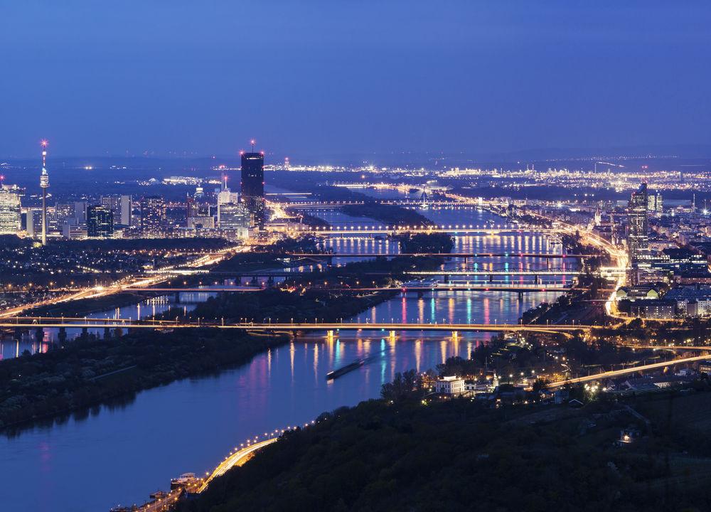 På sin väg till Svarta havet rinner floden Donau genom fyra huvudstäder - Wien, Bratislava, Budapest och Belgrad.