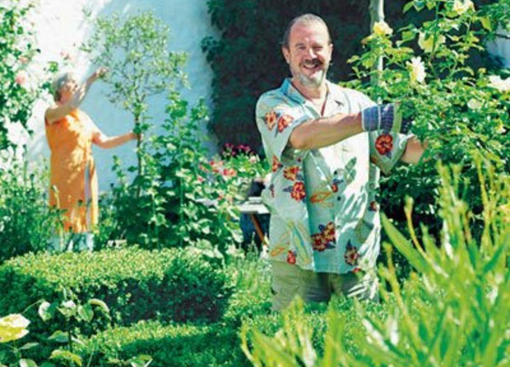 Vi tittar in i familjen Vingårds Medelhavsträdgård, en undangömd trädgårdsjuvel i Simrishamn.