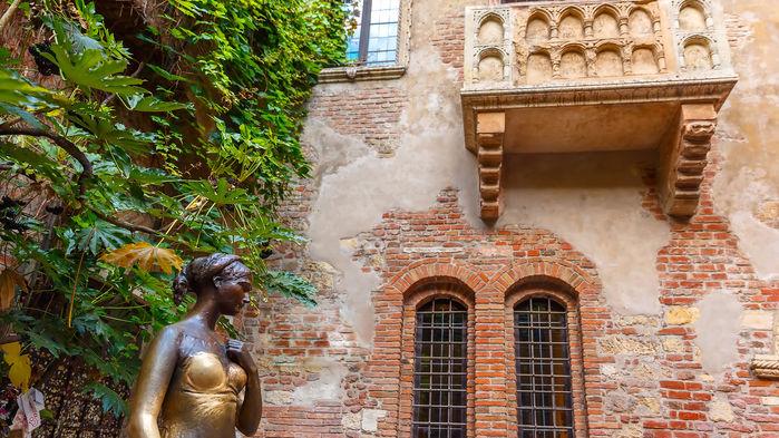 Den berömda balkongen där Romeo förklarade Julia sin kärlek, i Shakespeares berömda skådespel.